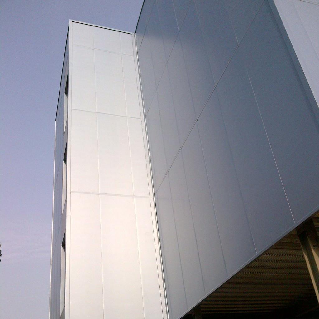 Sandwich panel facade